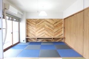 マンション廊下側にあったキッチンを、部屋の真ん中に移動した事でキッチンを中心に家族団欒出来るリビングに生まれ変わりました。 くつろぎの和室スペースをデザインする事で、見せたくなる和室が出来上がりました。